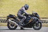 新型『隼(ハヤブサ)』の燃費や足つき性は? おすすめポイントや人気の装備、価格やスペックを解説します【スズキのバイク!の新車図鑑▶大型バイク編/SUZUKI Hayabusa(2021)】