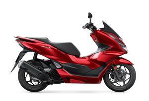 ホンダ新型「PCX」の狙いは何か? 125ccスクーターにもトラコンが搭載される時代に【太田安治の2021年モデル乗り味予測】