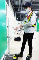トヨタ、足踏み式消毒スタンド「しょうどく大使」発売 工場の部材用いて安価実現