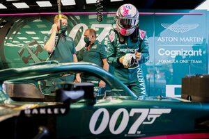 ベッテル「レースは1周目に終ったも同然。次々に抜かれてダメージも負った」:アストンマーティン F1第14戦決勝