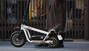 【原付自転車が自転車に】違法走行目立つ電動キックボード/バイク 国が認めた「モビチェン」とは?
