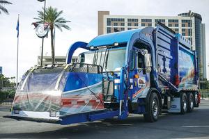 日本と大違い! 無骨だけどカッコいいアメリカのゴミ収集車大集合