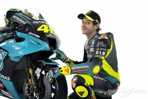 """【MotoGP】26年目迎えたバレンティーノ・ロッシ、今も貪欲。""""ただ走るだけ""""は御免と結果求める"""