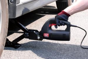 タイヤ交換、タイヤ溝計測器、車載用Wi-Fiルーター、ホイールナット専用トルクレンチ、あると便利なカー用品4選
