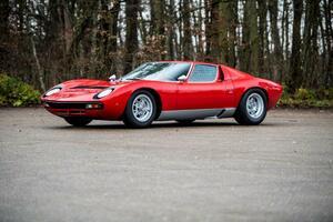 1971年製のアイコニックなヒストリックカー、ランボルギーニ「Miura SV」が240万ユーロで落札