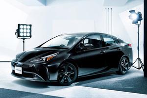 全く違う雰囲気に!トヨタ「プリウス」にブラックカラーの特別仕様車が登場