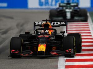 2021年F1第15戦、最後尾スタートから2位表彰台のフェルスタッペン。奇跡的な追い上げの秘密【ロシアGP】