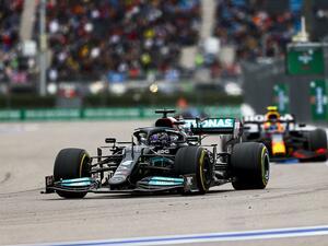 2021年F1第15戦、雨が呼んだ土壇場のドラマ。ハミルトンが通算100勝、フェルスタッペンは「差」を最小限に【ロシアGP】
