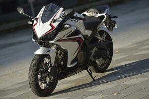 250ccには真似できない! 400ccだから成立させられた優しいバイク【ホンダの道は一日にして成らず 第3回/Honda CBR400R 前編】