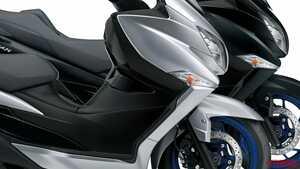 今や唯一の400cc王道スクーター! スズキ「バーグマン400」新型はトラコン採用、燃費向上