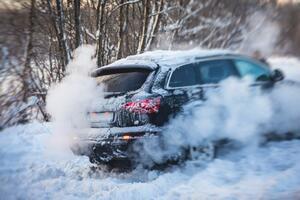 ドライバーなら必修項目!! 雪でスタック&立ち往生した時に覚えておきたい注意点