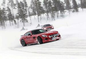 レーシングドライバーが太鼓判! メーカー主催の「雪道レッスン」が「想像の斜め上」を行く内容だった