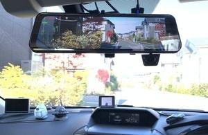 前方、後方、車内を同時録画できるPlayWingsの3カメラドライブレコーダー「AZDOME」
