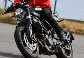 ハスクバーナモーターサイクルズ「スヴァルトピレン401」インプレ(2021年)モダンルックで機動性の高いスクランブラー