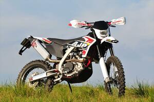AJP「SPR250」【1分で読める 2021年に新車で購入可能な250ccバイク紹介】