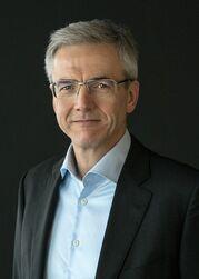 三菱ふそう、ハートムット・シック社長が退任 後任にメルセデス・ベンツブラジルのカール・デッペン氏 2022年1月から
