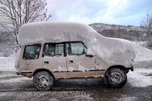 面倒くさがって積もったままではダメ!! 雪載せ車が引き起こすトンデモない危険