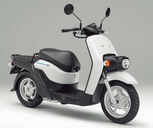 ホンダの電動スクーター「ベンリィe:II」【1分で読める 2021年に新車で購入可能な原付二種クラスのバイク】