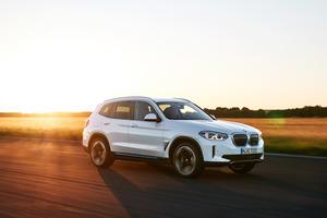 新型フル電動SUV、BMW iX3誕生! X3のEV版は「初」を満載し航続距離460kmを達成