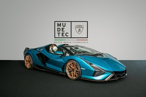 ランボルギーニ、19台限定のシアン ロードスターをミュージアム「MUDETEC」に期間限定展示