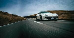 フェラーリ GTC4ルッソ、4WD・4シーターを採用した異端モデルの実用性とは?【Playback GENROQ 2017】