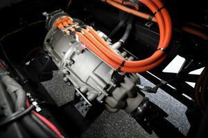 ZF:公共交通向け電動ドライブCeTraxの量産を開始