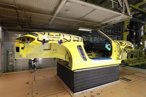 ポルシェが愛車の生産過程を見せるシステムを公開