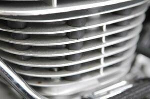【クイズ】SR400の『エンジンの謎ゴム』には何の意味があると思う?