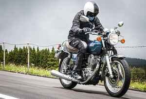 《前編》ヤマハ『SR400』だけは無条件に愛していい。しかも400ccで〇〇万円って、実は250ccバイクよりもお買い得?【YAMAHA SR400】