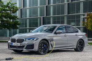【改良新型5シリーズ】BMW 545e登場へ 293psのプラグイン・ハイブリッド 航続距離、最長53km