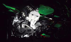 カワサキ「Ninja ZX-25R」のエンジンを徹底解剖! 四半世紀を経て復活した250cc 4気筒の全貌をご覧あれ!