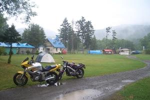 雨が降っても気にしない! せっかくのキャンプツーリング、雨でも楽しく過ごせる簡単な方法
