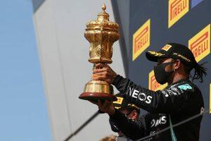 最終周でバーストしながらハミルトンが劇的チェッカー。フェルスタッペンが迫るもわずかに届かず【決勝レポート/F1イギリスGP】