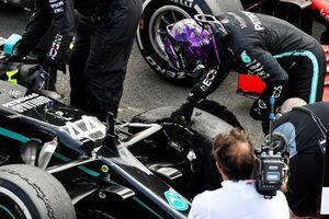 ハミルトン、3輪でつかんだ勝利「フェルスタッペンに追い詰められ、心臓が止まるかと思った」メルセデス【F1第4戦決勝】