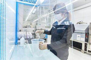 三菱ふそう、工場内で生産した消毒液を病院や市役所に寄付 コロナ支援策