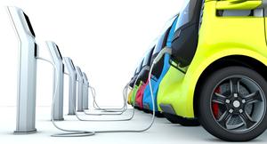 【次世代自動車はEVで確定か?】ついにマツダも参入する電気自動車。メリット・デメリットとは?