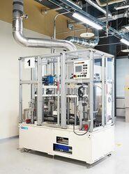 トヨタ、スタンプ式めっき処理装置を開発 電子部品の製造過程環境負荷を大幅削減
