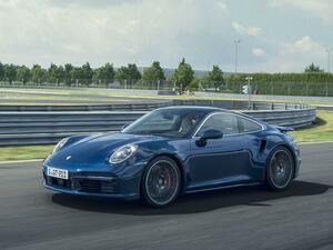 新型ポルシェ911ターボ、911ターボカブリオレ登場。高性能スポーツカーの新たなベンチマークに