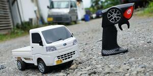 荷物を乗せて軽快に走る! 京商から人気の軽トラ「スバル・サンバー」のラジコンが発売中