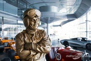 ブルース・マクラーレンの没後50年を記念する式典がマクラーレン本拠地で開催
