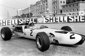 マクラーレン、英雄ブルース・マクラーレン没後50年を追想。偉才のドライバーが残した宝とは