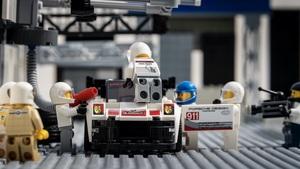 ポルシェの自宅で楽しめる趣味講座 第4回「LEGOで有名なシーンを再現してみよう!」