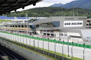 "F1オーストリアGPレース前の人種差別""抗議行動""、各ドライバーに判断委ねる「個人の自由を尊重」"