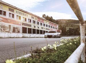 マセラティの新型スーパースポーツ「MC20」のプロトタイプが栄光の地、「タルガ・フローリオ」の開催コースでテスト走行を実施