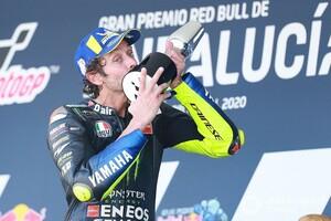 """【MotoGP】バレンティーノ・ロッシの3位表彰台は、ペトロナスSRT・ヤマハ加入へ向けた""""疑問""""を払拭した?"""