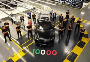 発表から2年、ランボルギーニのスーパーSUVウルスがついに生産台数1万台達成
