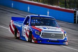 HRE16号車 第8戦で今季初リタイア【NASCARトラックシリーズ】