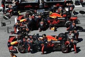 レッドブル代表「2台リタイアに言葉を失うほどの失望」アクシデントのハミルトンには謝罪求める:F1オーストリアGP