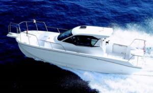 釣りに最適なスタイリングとデッキレイアウトで航走性能を高めたヤンマーの新型フィッシングボート「EX28C」
