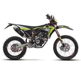 ライダーを裏切らない公道4st125バイク。イタリアで最も売れた「エンデューロ」がアップデート